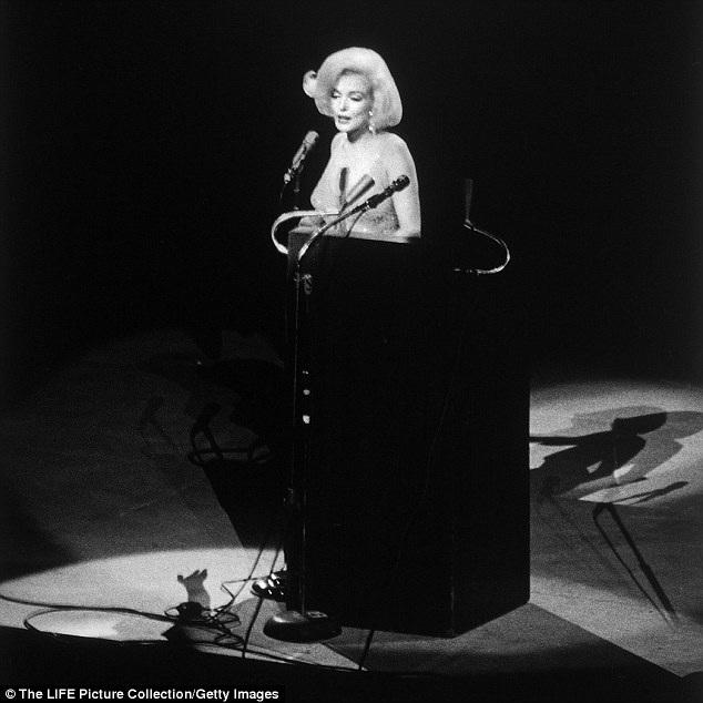 Chiếc váy gắn liền với sự kiện trọng đại cuối cuộc đời Marilyn Monroe được kỳ vọng sẽ có mức giá 3 triệu đô la.