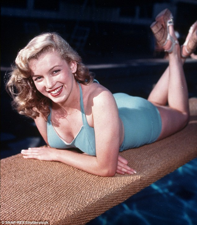 Cho tới hôm nay, những di vật của Marilyn Monroe vẫn bán rất chạy tại các sự kiện đấu giá, hàng năm có vô số những kỷ vật lớn nhỏ của Marilyn Monroe được rao bán trên thị trường. Năm nay, chiếc váy hát mừng sinh nhật Tổng thống là di vật đáng chú ý nhất xuất hiện trở lại.