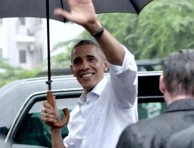 Hé lộ những cảnh quay đầu tiên của ông Obama trong quán bún chả - 1