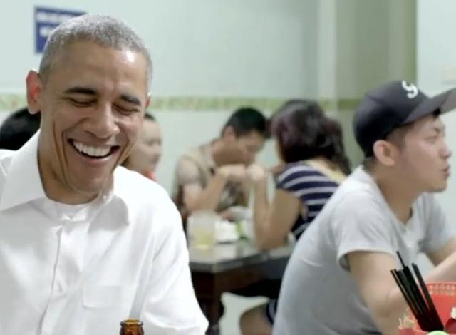 Hé lộ những cảnh quay đầu tiên của ông Obama trong quán bún chả - 6