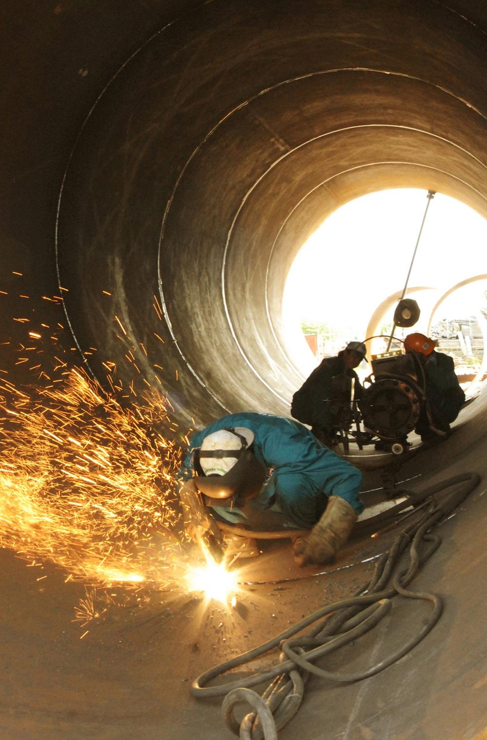 Sang panh và hàn ống thép bằng phương pháp tự động