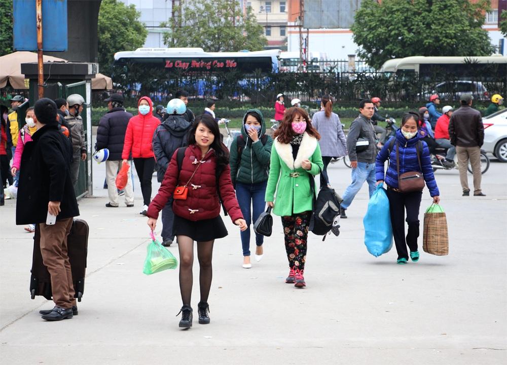 Người dân đổ về quê nghỉ Tết, bến xe nêm người, đường Hà Nội tắc dài - 1
