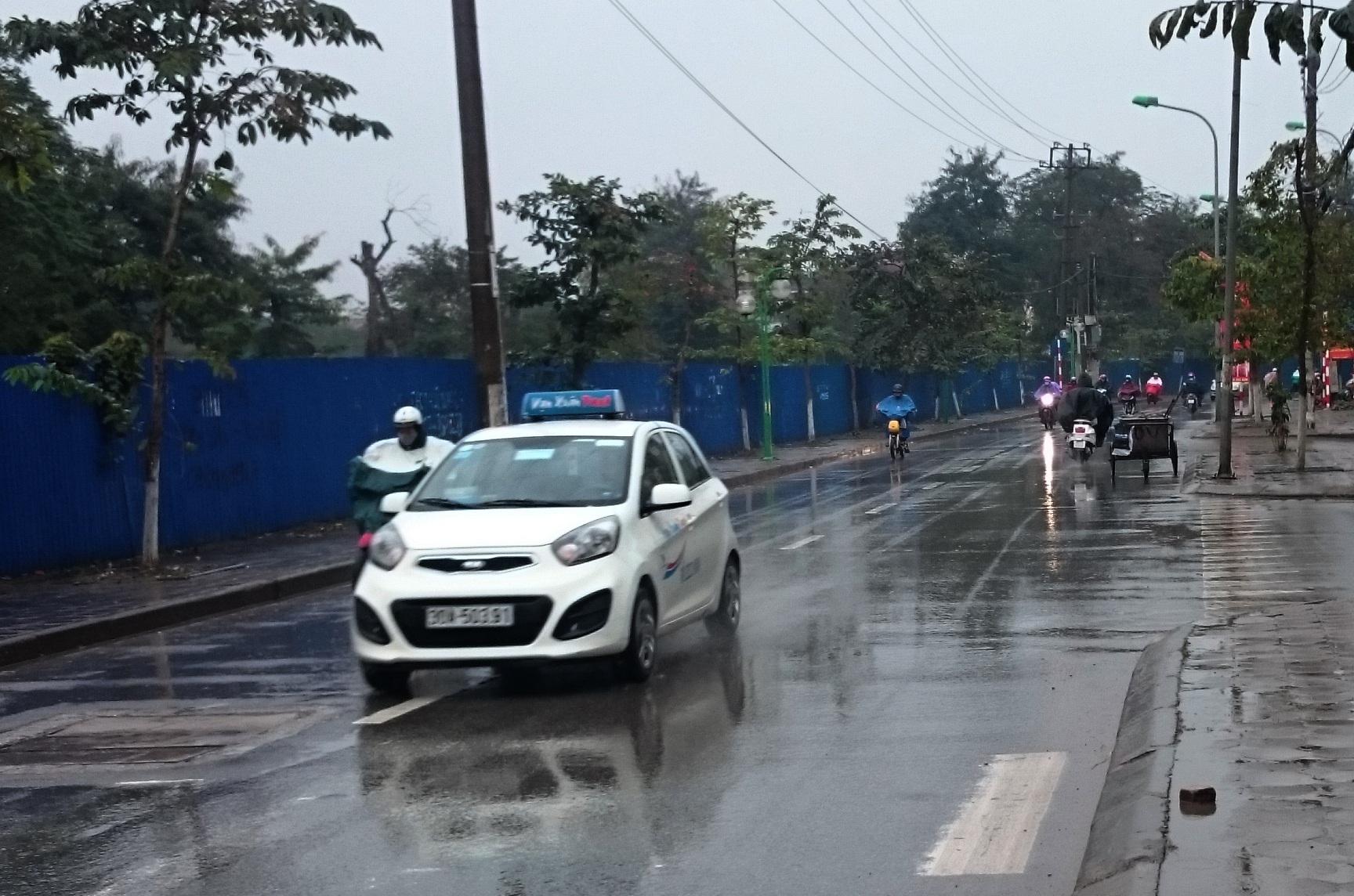 Thời tiết mưa rét các hãng taxi hoạt động hết công suất (ảnh: Nguyễn Dương)