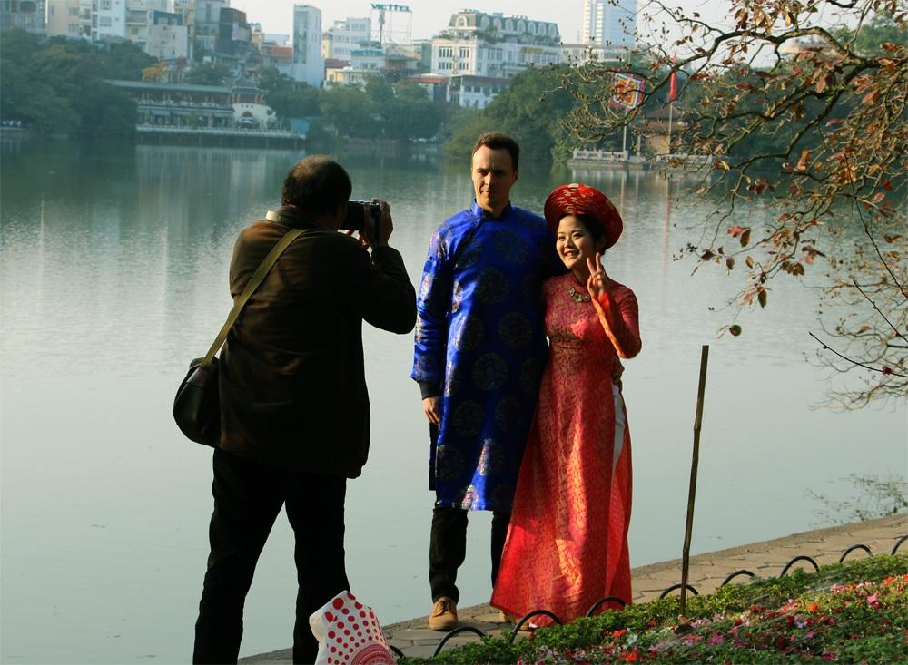 Hồ Hoàn Kiếm nhộn nhịp chiều cuối năm - 12