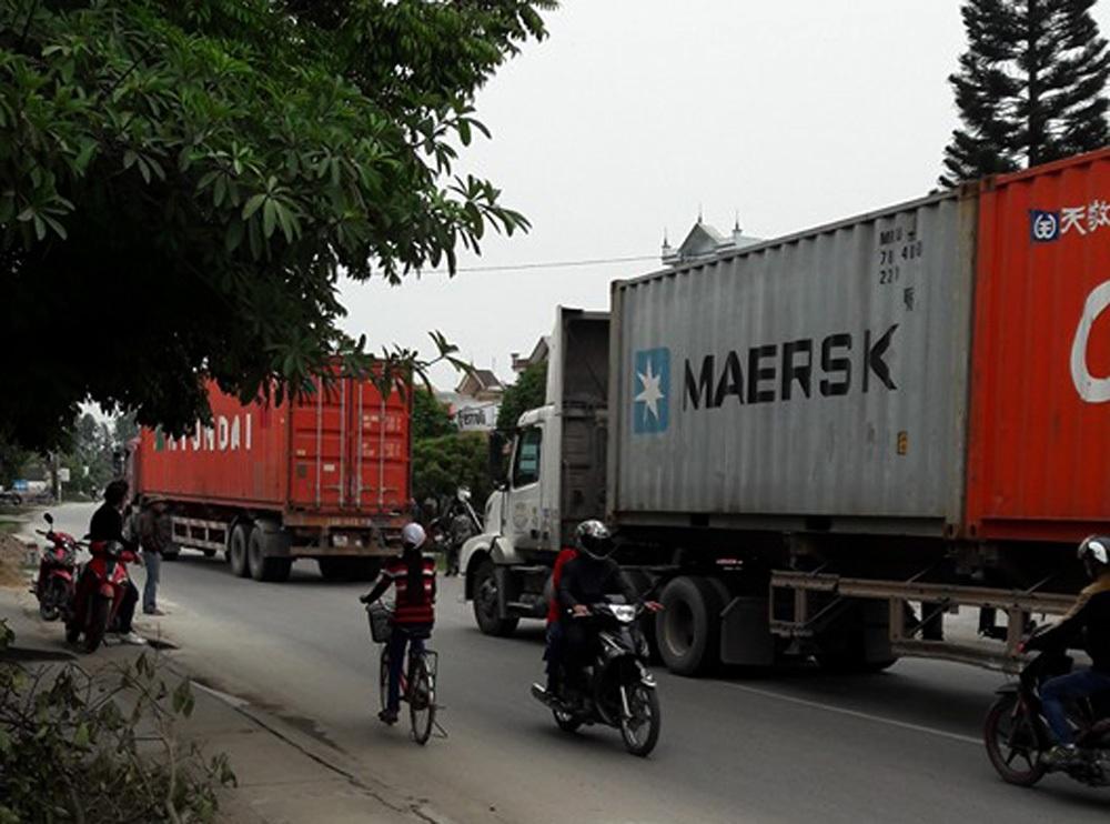 Đường tỉnh 391 hàng ngày phải oằn mình cõng hàng ngàn lượt xe container, xe tải hạng nặng thay cho quốc lộ 5 vì giá cước cao