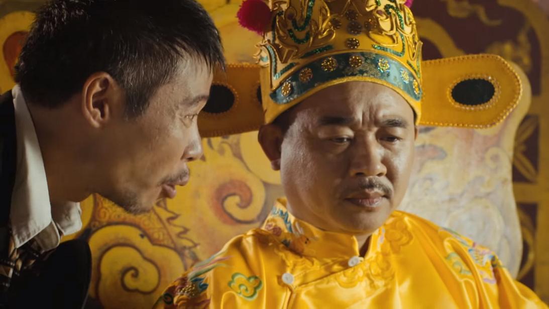 Nhân vật do nghệ sỹ Công Lý thủ vai đang cố lấy lòng nhà vua
