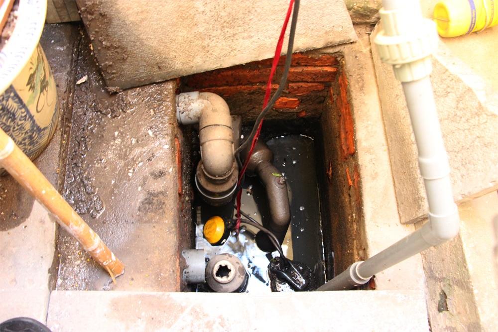 Hệ thống máy bơm chống ngập úng của nhà GS.TSKH Trần Hữu Uyển rất đơn giản nhưng lại có tác dụng rất tốt.
