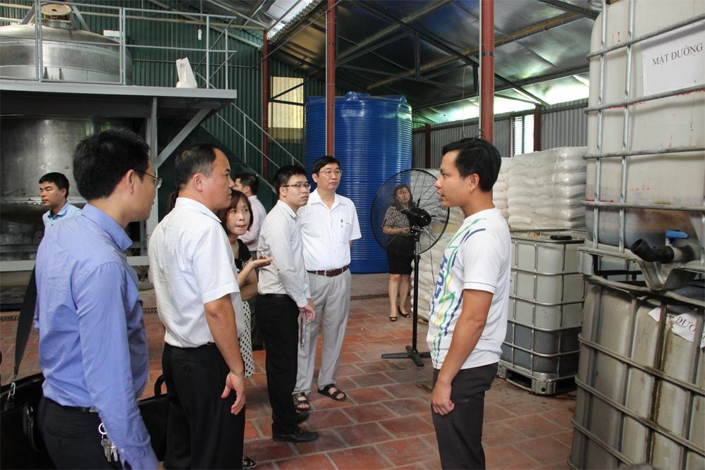 Đoàn công tác của Cục hóa chất, Phòng TN&MT huyện Gia Lâm, lãnh đạo xã Kim Lan kiểm tra hoạt động của nhà máy hóa chất của Công ty Hưng Hải.