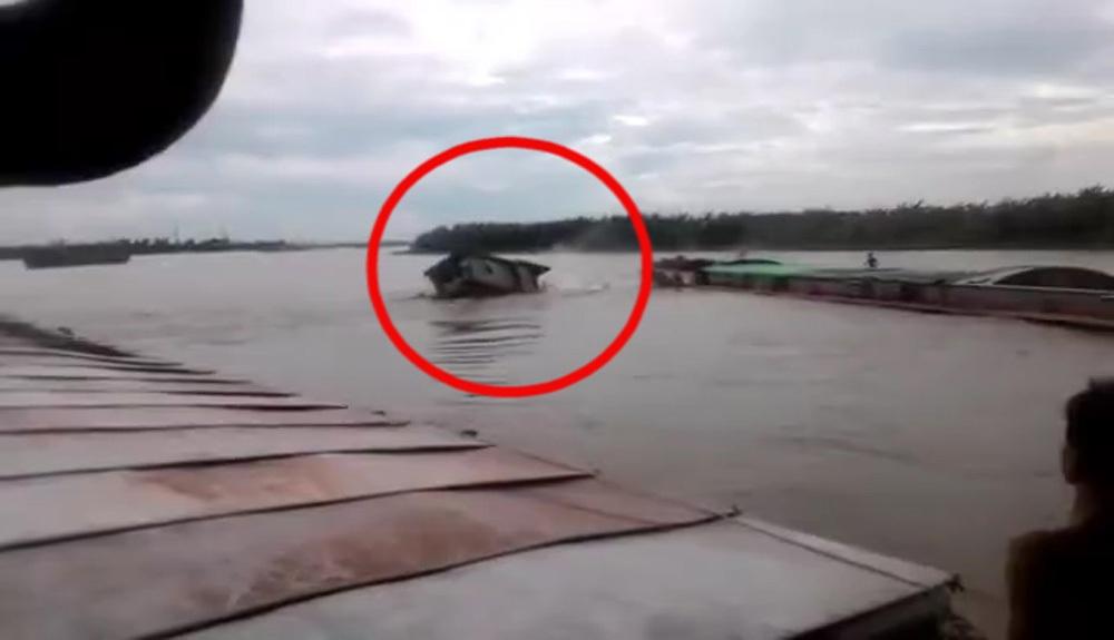 Khoảnh khắc va chạm giữa 2 tàu (ảnh cắt từ clip)