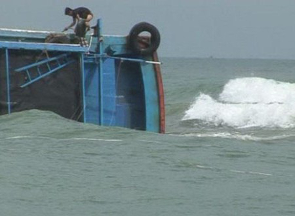 Tàu cá QNg 90497-TS bị tàu Trung Quốc tông chìm ngay trên ngư trường Hoàng Sa hôm 9/7 vừa qua.