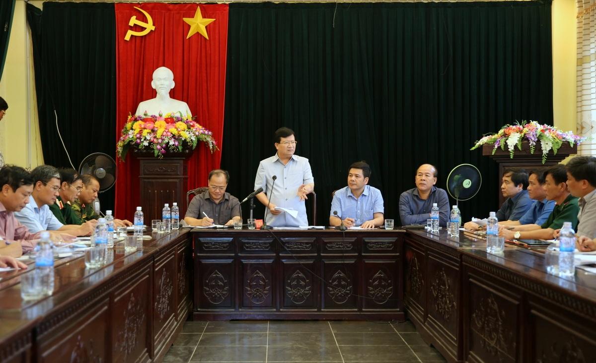 Phó Thủ tướng Trịnh Đình Dũng làm việc với cơ quan chức năng tỉnh Thái Bình.