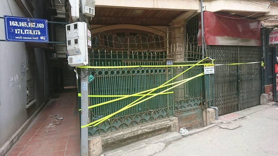 Nhà số 177 và 179 đã được chính quyền căng dây cảnh báo nguy hiểm.