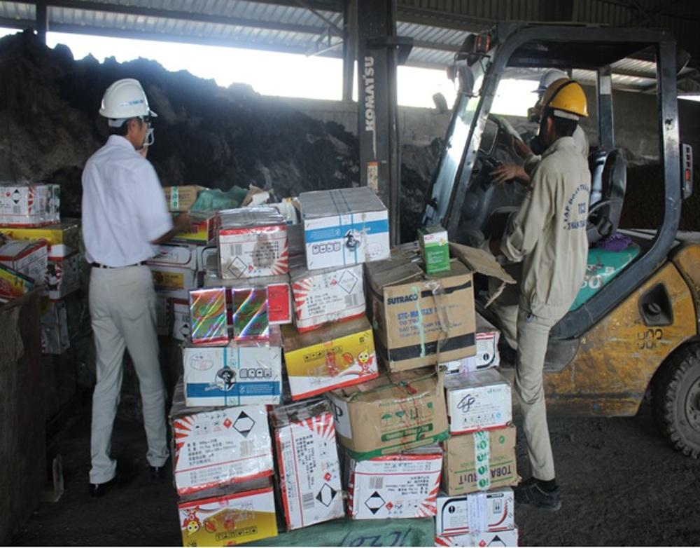 5 tấn thuốc BVTV nhập lậu được tập kết tại kho chuẩn bị tiêu hủy.