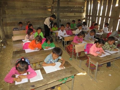 Thầy cô giáo luôn tận tụy với nghề dù muôn vàn khó khăn