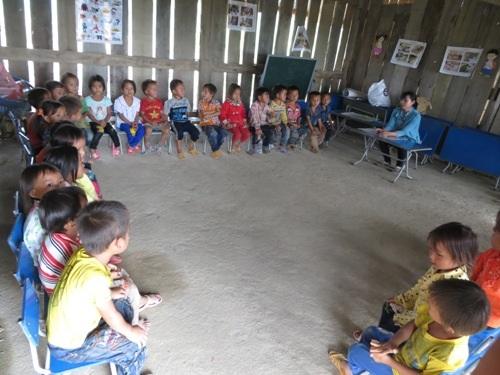 100% học sinh mẫu giáo của thôn đến lớp học chữ