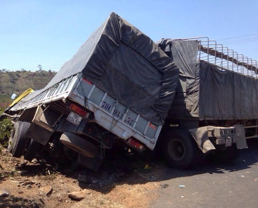 Hiện trường vụ tai nạn khiến 1 tài xế tử vong tại chỗ