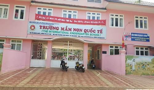 Trường Mầm non Quốc tế (phường Tân Lợi, TP. Buôn Ma Thuột, Đắk Lắk) bị ảnh hưởng từ rác thải của các hàng quán.