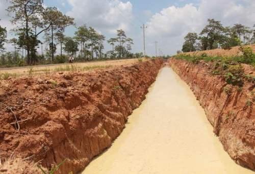 Hào dài và rộng do Công ty TNHH Hoàn Vũ tự ý đào để ngăn voi rừng và trâu bò phá hoại cây trồng