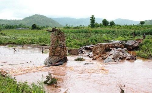 Cây cầu tạm bị nước cuốn trôi sẽ được hỗ trợ làm cầu mới