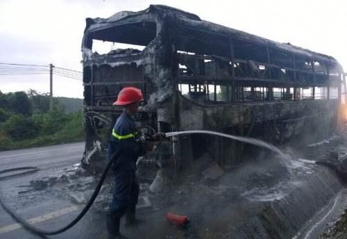 Lực lượng cảnh sát PCCC nỗ lực dập lửa