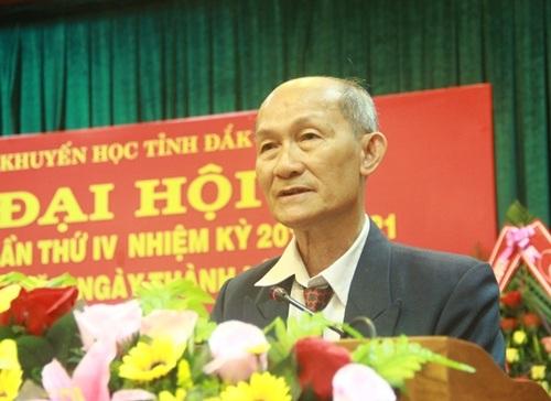 Ông Hà Ngọc Đào – Chủ tịch Hội Khuyến học Đắk Lắk báo cáo về hành trình 15 năm hoạt động của Hội