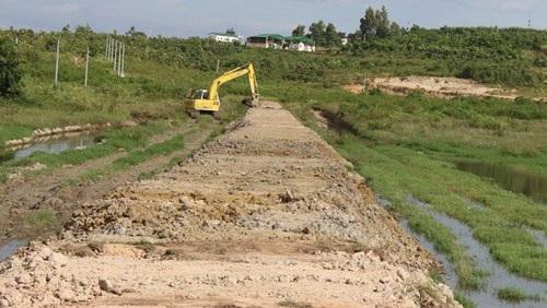 Công ty TNHH Green Farm Asia đã khắc phục tình trạng ô nhiễm môi trường bằng cách đắp bờ ngăn nước thải chảy ra ngoài
