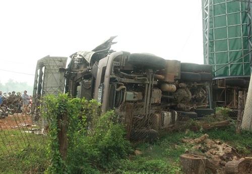 Đầu xe và thân xe bị hư hỏng nặng