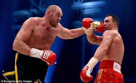 Tyson Fury đang sở hữu 5 đai vô địch hạng nặng và toàn thắng 25 trận trong sự nghiệp