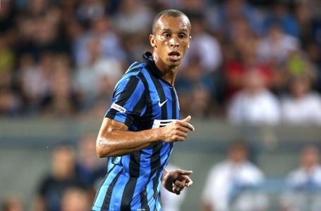 Kinh nghiệm của Miranda đã giúp hàng thủ Inter vững chắc hơn rất nhiều ở mùa này. Họ đang là đội thủ lưới ít nhất Serie A (11 bàn). Điều đó giúp Nerazzurri vượt lên dẫn đầu giải đấu cao nhất Italia trước khi nghỉ Đông.