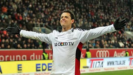 Chicharito chói sáng trong màu áo Leverkusen