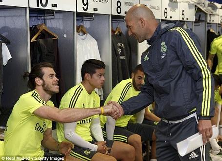 Zidane gây sốt ngay trong ngày ra mắt Real Madrid - 1