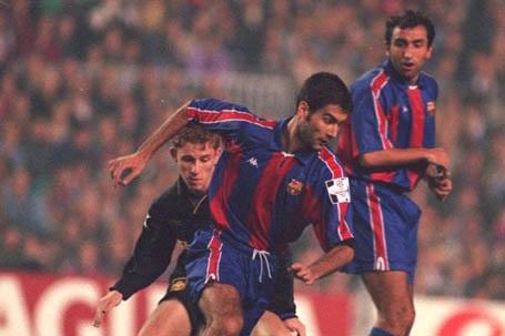 Barcelona của Johan Cruyff đã dạy cho Sir Alex Ferguson bài học về kiểm soát bóng
