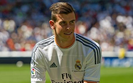 MU đã nhiều lần tiếp cận với Gareth Bale. Dù vậy, cuối cùng, cầu thủ này quyết định chuyển sang thi đấu cho Real Madrid với mức phí kỷ lục thế giới (100 triệu euro).