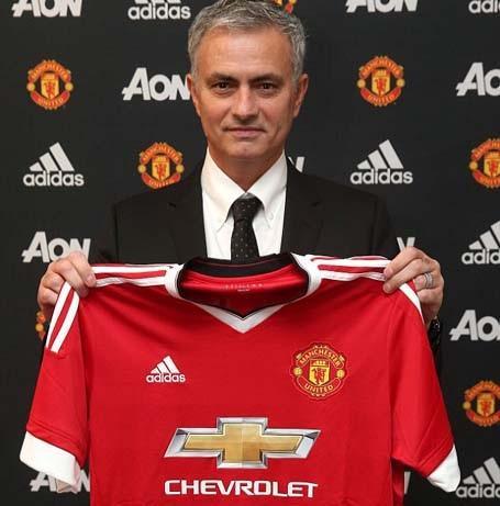 HLV Mourinho ra mắt MU
