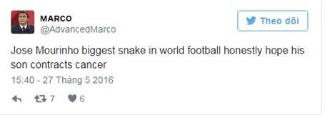 Cổ động viên Chelsea nổi điên, gọi Mourinho là con rắn độc - 2