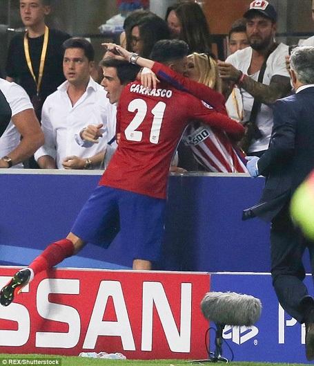 Mỹ nhân nhận được nụ hôn nóng bỏng của ngôi sao Atletico là ai? - 3