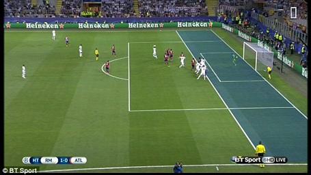 Sergio Ramos đã đứng dưới hàng thủ của Atletico Madrid