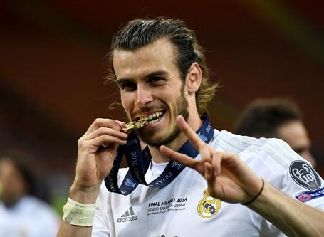 Bale bên tấm huy chương vàng