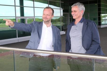 HLV Mourinho và phó Chủ tịch Ed Woodward tham quan sân tập Carrington