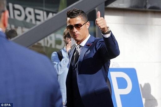 C.Ronaldo tự nhận xuất sắc nhất trong 20 năm qua