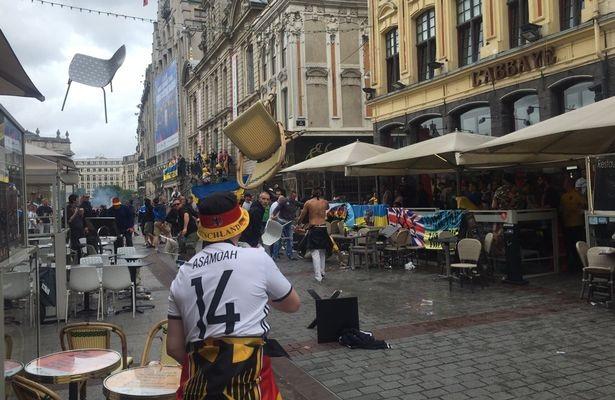 CĐV Đức đụng độ với CĐV Ukraine