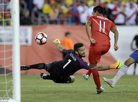 Bàn thắng được ghi bàn tay của cầu thủ Peru