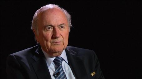 """Sepp Blatter """"vạch mặt"""" chiêu trò gian lận của UEFA"""