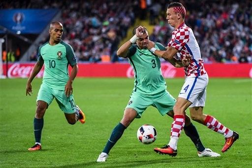 """Họ đã bị Bồ Đào Nha """"thôi miên"""" trong suốt trận đấu"""