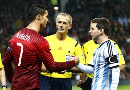 C.Ronaldo động viên Messi sau cú sốc