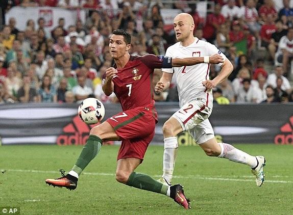 Tình huống dứt điểm hụt bóng của C.Ronaldo ở phút 86