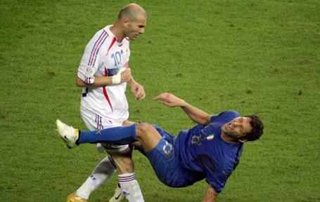 Cú húc đầu của Zidane với Materazzi năm 2006
