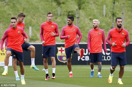 Ngay khi đặt chân tới nước Anh, Messi và các đồng đội đã bước vào tập luyện
