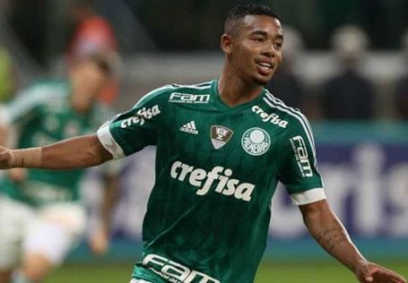 """Gabriel Jesus đang thực sự tạo nên """"cơn sốt"""" Brazil với phong độ tuyệt đỉnh. Sau 30 trận ra sân cho Palmeiras ở mùa giải trước, cầu thủ này đã ghi 19 bàn thắng. Hiện tại, cả MU và Man City đều """"thèm khát"""" cầu thủ có biệt danh là """"Neymar mới"""" này."""