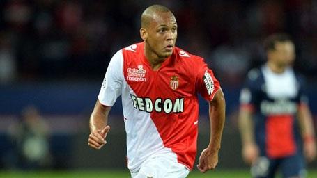 Fabinho trưởng thành từ lò đào tạo trẻ của Real Madrid nhưng cầu thủ này chỉ thực sự nổi danh ở Monaco. Những mùa giải vừa qua, Fabinho thực sự gây ấn tượng mạnh mẽ ở vị trí hậu vệ cánh phải. HLV Mourinho rất kết tài năng của cầu thủ này và ông sẵn sàng chi 25 triệu bảng để đưa Fabinho về MU.